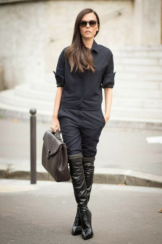 Inspirasi Mix & Match Over-the-Knee Boots untuk Tampil Kece di Musim Hujan